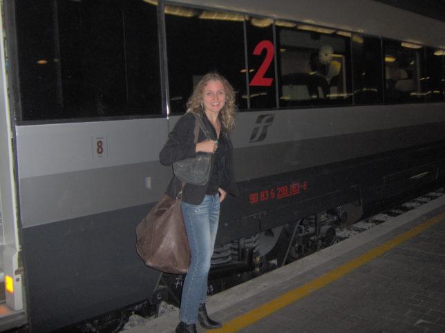 Embarcando no trem para Milão: mal sabia que viajar à noite traria problemas...