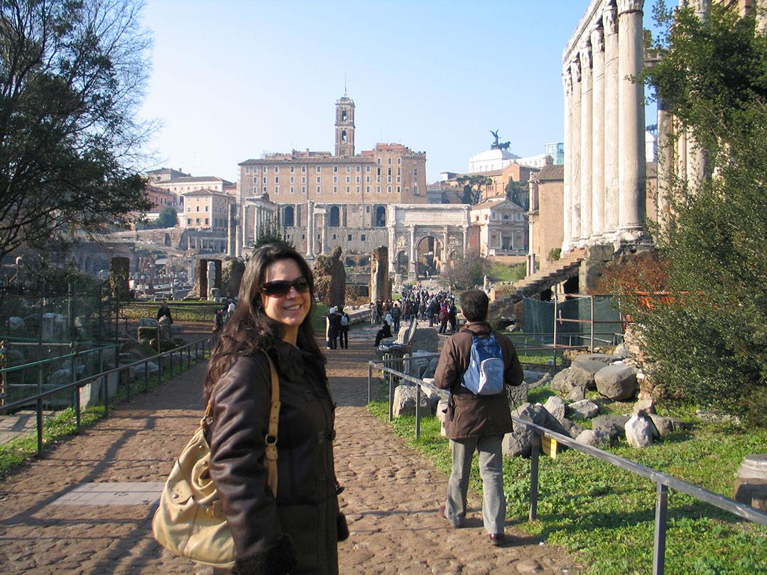 Dani Furlan, a autora de O Guia do Dicas de Roma