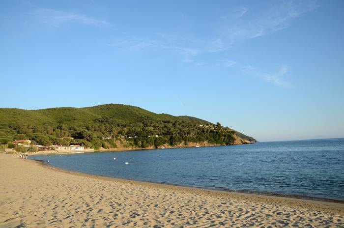 Praia de Lacona: uma charmosa praia com areia na Ilha de Elba