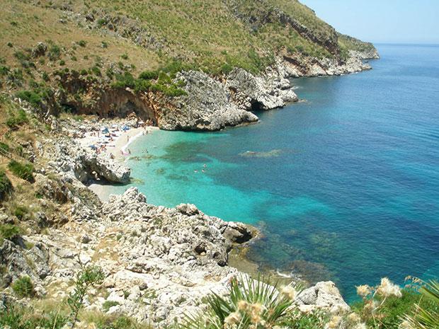 O mar da Sicília é um dos mais incríveis da Itália