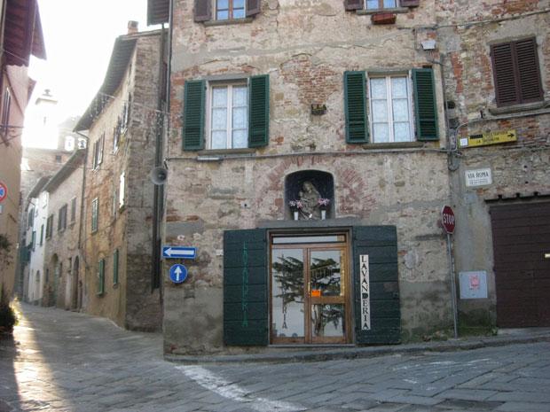 Pelas ruas de Lucignano