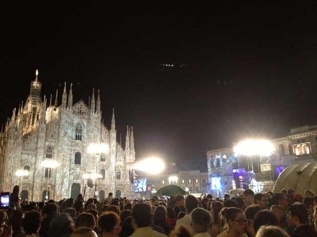 A Piazza del Duomo de Milão lotadíssima
