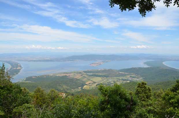 Vista do alto do Monte Argentario: à esquerda Giannella, no centro Orbetello, à direita Feniglia