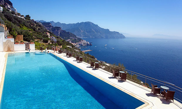 Hotéis panorâmicos com piscina: para férias inesquecíveis na Costa Amalfitana