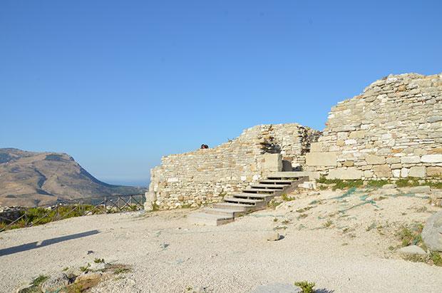 A fachada do Castelo de Segesta (ou o que sobrou dele!)