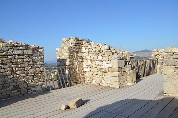 O interior do castelo de Segesta