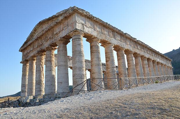O templo de Segesta, na Sicília, Itália