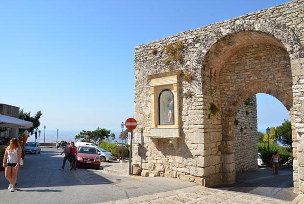 Entrada do burgo de Erice, na Sicília