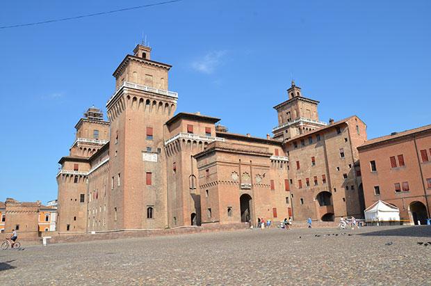 Fachada do castelo de Ferrara