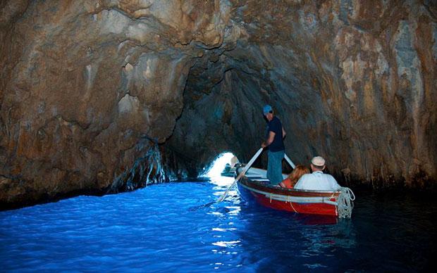 Foto da Gruta Azul de Capri (crédito: Capri.com)