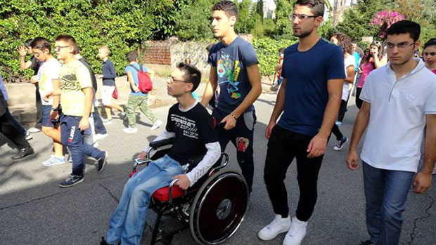 No pequeno vilarjo de Gioia Tauro, na Calábria: os deficientes físicos também participam