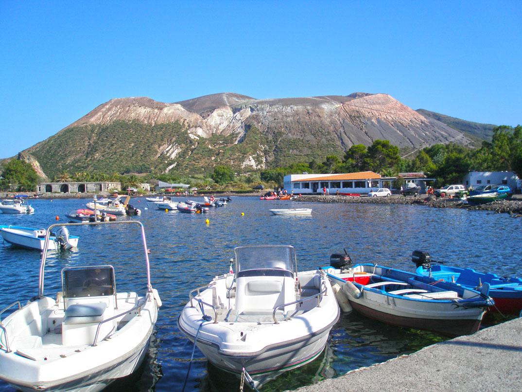 No topo do vulcão em Vulcano nas ilhas Eólias Sicília BRASIL NA  #016FCA 1074 806