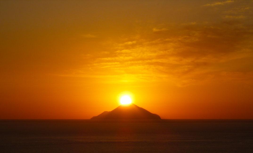 pôr do sol panorâmico visto de Vulcano