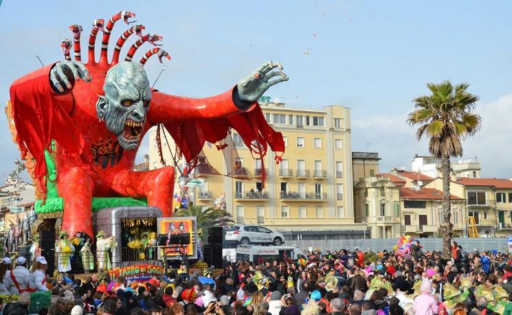 2014_carnaval_de_viareggio_012