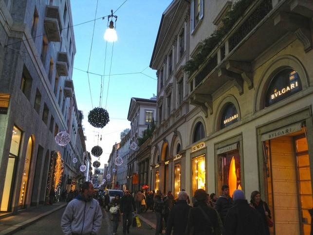 A Via Montenapoleone durante o período de natal