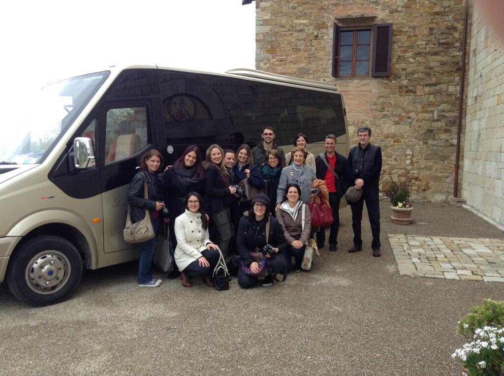 O grupo de bloggers que participou do #chiantidavivere blogtour e o nosso ônibus