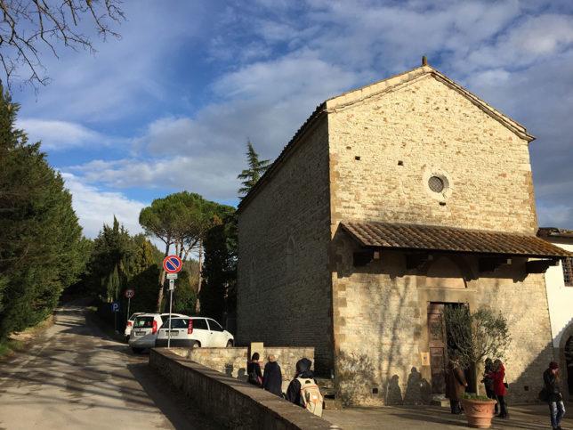 A fachada do Oratorio di Santa Caterina em Bagno a Ripoli, na Toscana