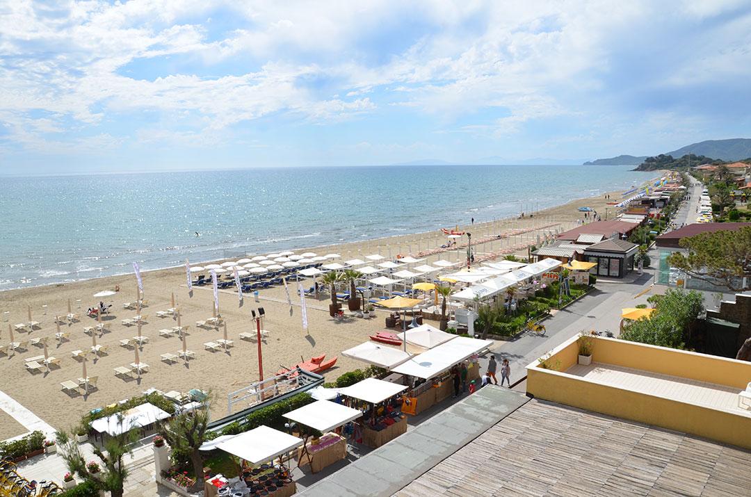 Praia de Castiglione della Pescaia (vista do terraço do Hotel Miramare)