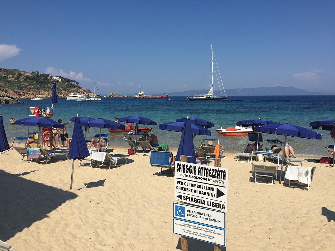"""Área com """"spiaggia libera"""" (acesso grátis) e"""