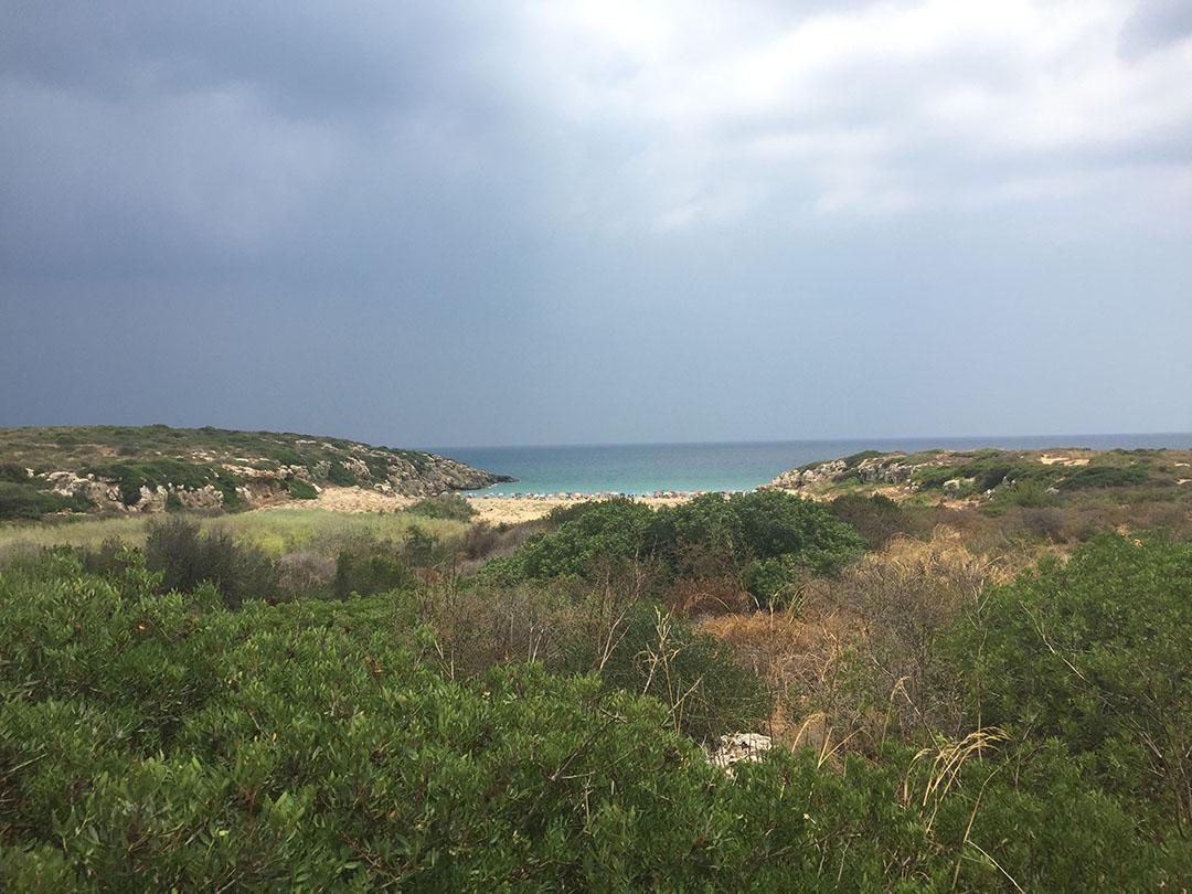 As nuvens colaborando para a nossa caminhada em direção a praia de Calamosche em julho de 2015