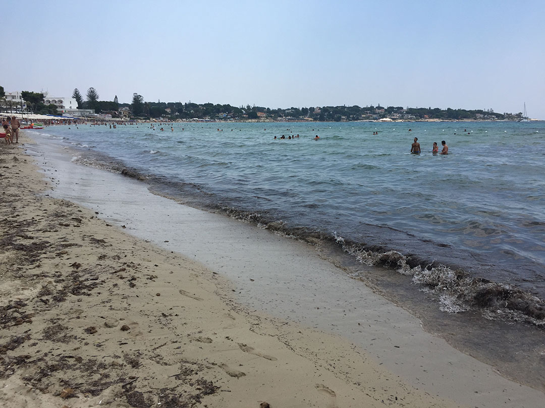 A praia de Fontane Bianche