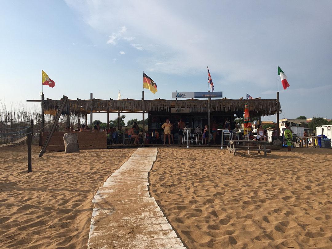 O Cabana Nabana, o beach club onde ficamos durante a chuva, que passou rápido...