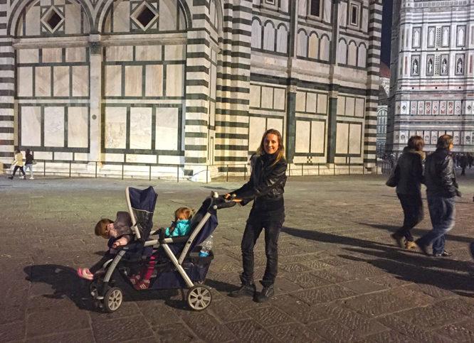 Um passeio à noite em Florença com minhas filhas Gaia e Aurora