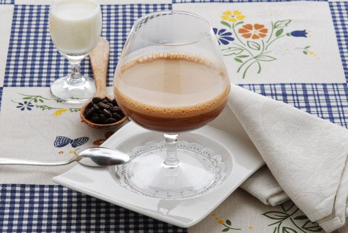bebida-tipica-milao-barbajada