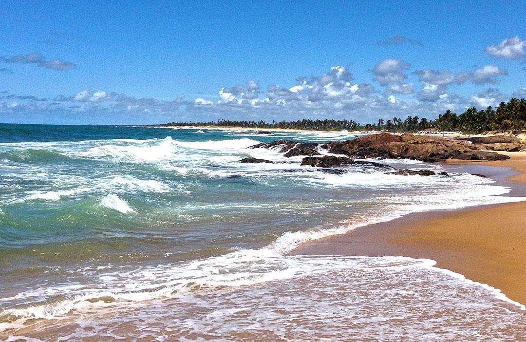 Praia durante a maré alta no Sauípe Premium