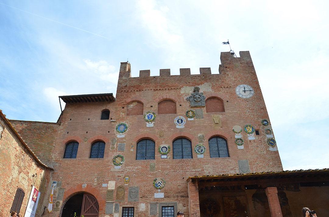 palazzo-pretorio-certaldo-toscana-italia